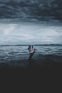 Psychiater oder Therapeuten haben vor ihrer Berufswahl oft selber eine psychiatrische Erkrankung wie eine Depression durchgemacht (c) Ian Espinosa / Unsplash