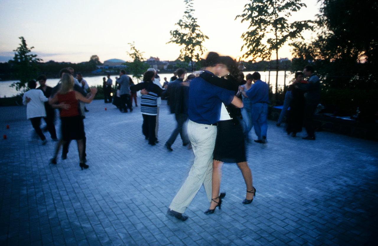 Männer gewähren Frauen beim Tanzen Einblicke in ihre Persönlichkeit - auch darin, ob sie sich als Väter eignen. Das vermuten zumindest Forscher der Uni Göttingen. (c) Frank Luerweg